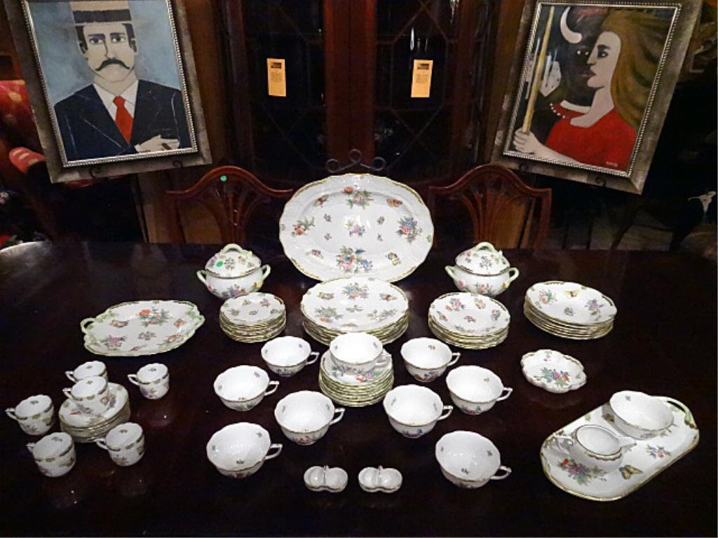 65 PC HEREND QUEEN VICTORIA CHINA SERVICE, GREEN BORDER