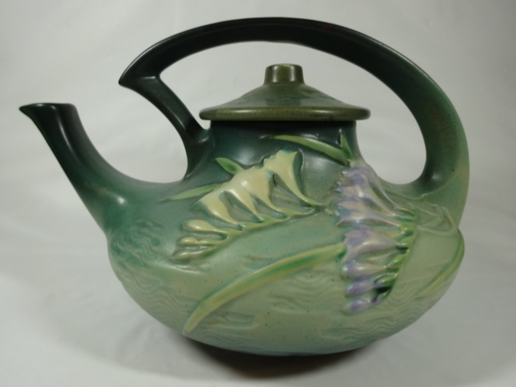 ROSEVILLE POTTERY FREESIA TEAPOT WITH LID, GREEN, 6 T,