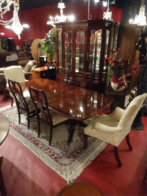 THOMASVILLE MAHOGANY DINING TABLE WITH 6 CHAIRS, 2 - 3
