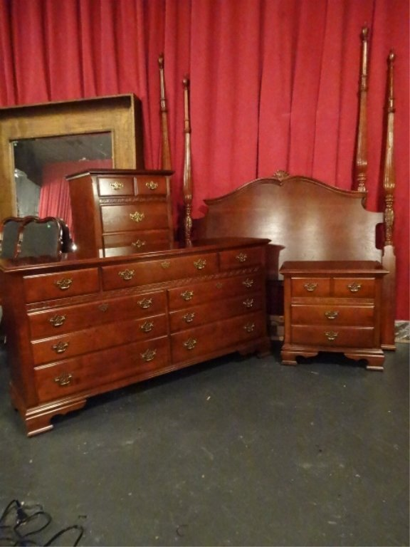 4 PC STANLEY MAHOGANY QUEEN BEDROOM, INCLUDES 4 POSTER