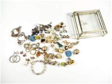 GROUP OF ASSORTED COSTUME JEWELRY INCLUDES CLIP AND