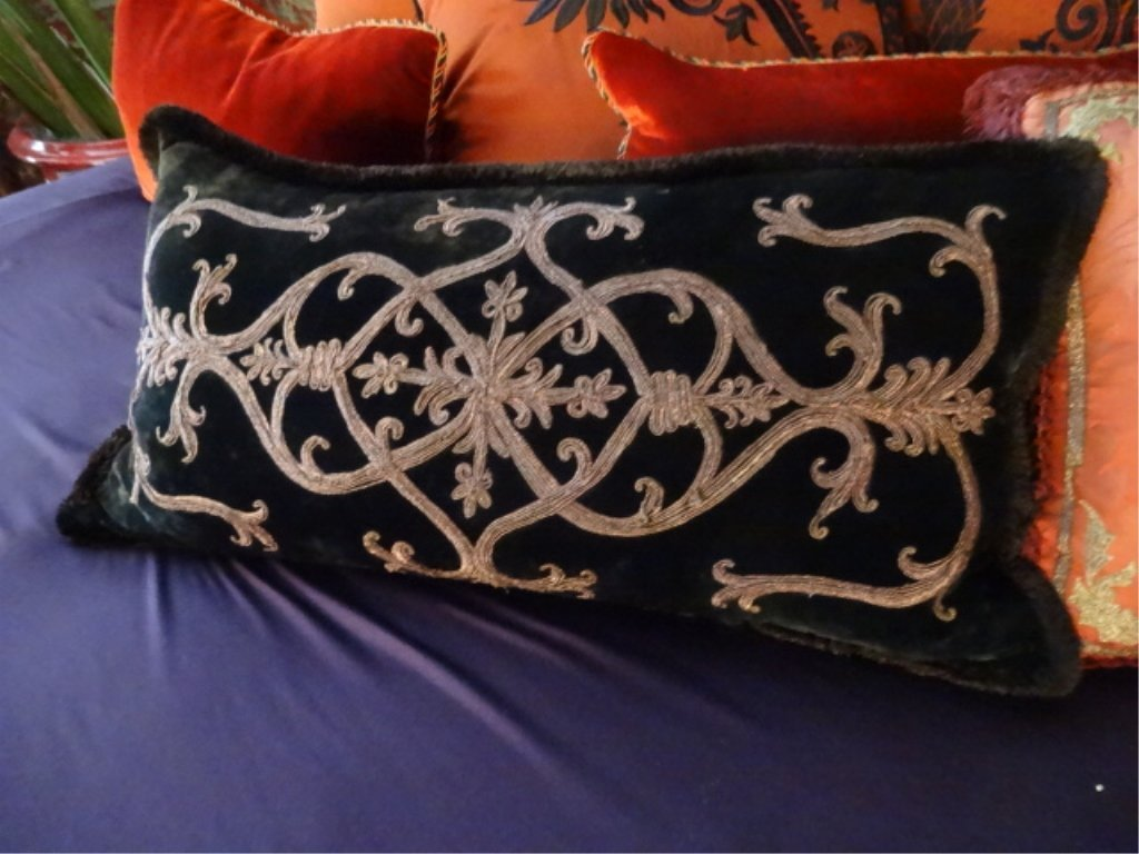 """8 PC RED AND BLACK ACCENT PILLOWS, LARGES APPROX 22""""W, - 4"""