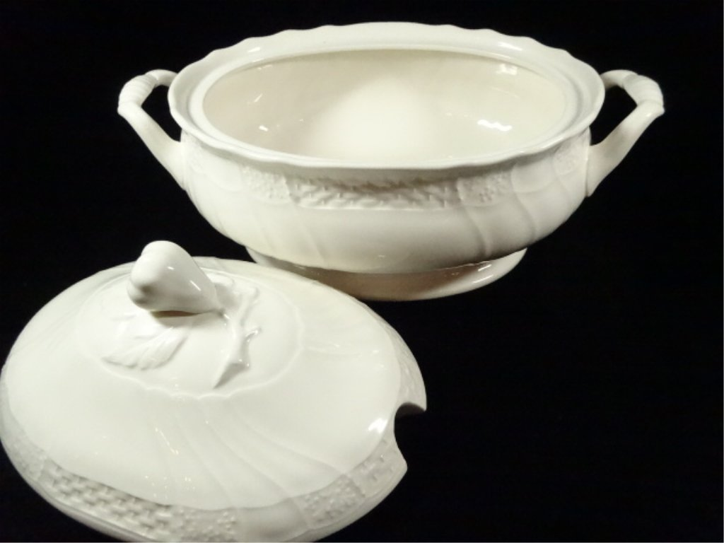 MIKASA SOUP TUREEN WITH LID, RENAISSANCE WHITE, APPROX - 3