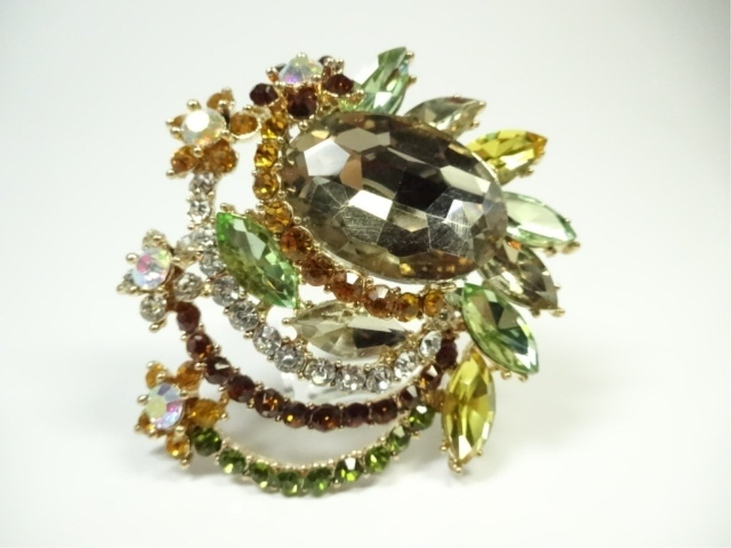 LARGE COSTUME JEWELRY BROOCH, AMBER & MULTICOLOR