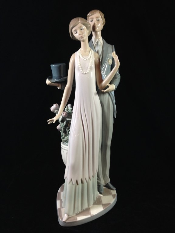 "RETIRED LLADRO PORCELAIN FIGURINE ""HIGH SOCIETY"","