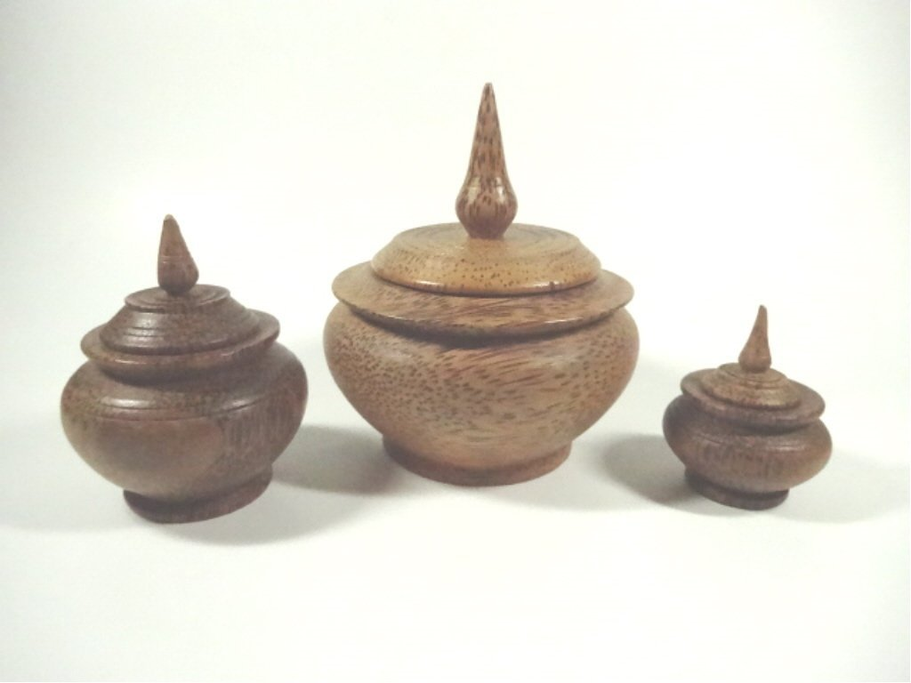 3 SMALL CARVED WOOD POTS WITH LIDS, TALLEST APPROX