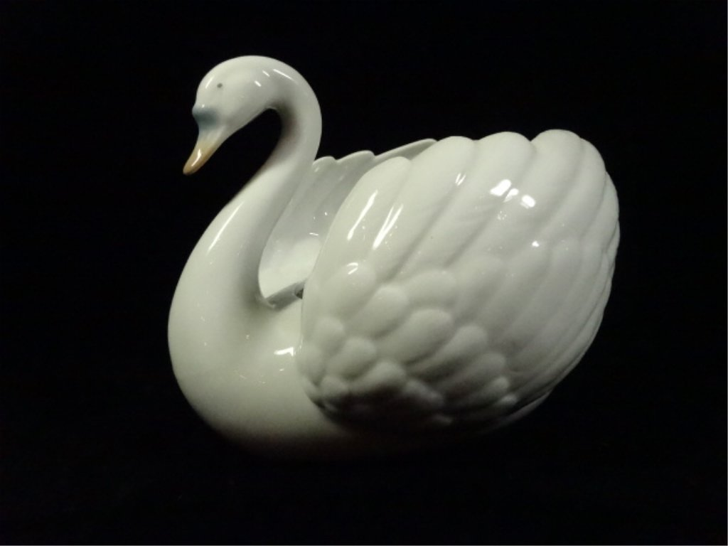 """CERAMIC SWAN PLANTER, BY GLOBAL ART, APPROX 5.75"""" X 8"""""""