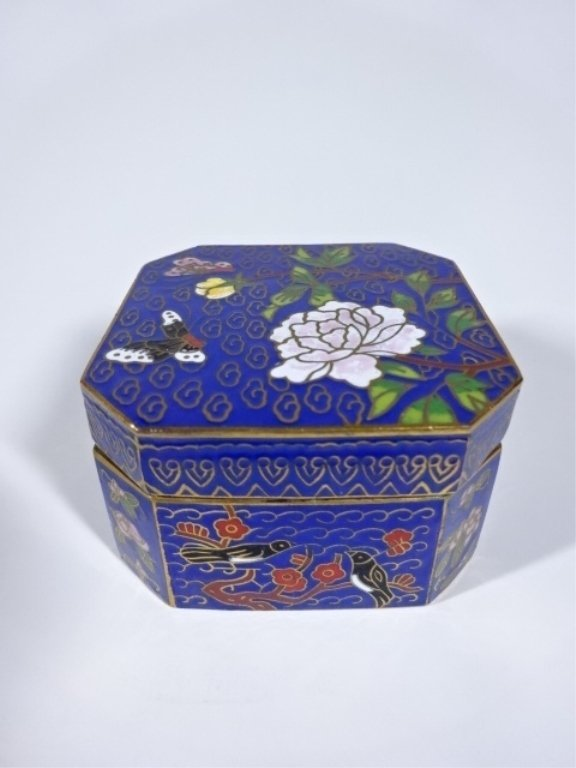 CLOISONNE TRINKET BOX, BLUE AND GOLD WITH WHITE