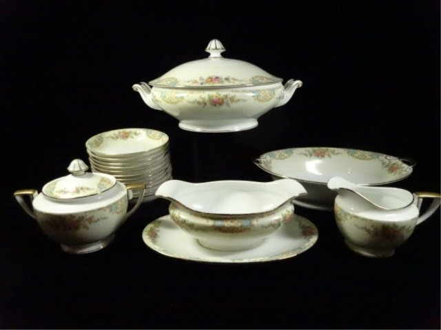 17 PC NORITAKE CHINA, INCLUDES 12 BERRY BOWLS, COVERED