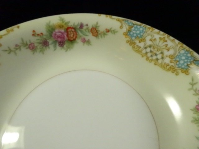 17 PC NORITAKE CHINA, INCLUDES 12 BERRY BOWLS, COVERED - 9