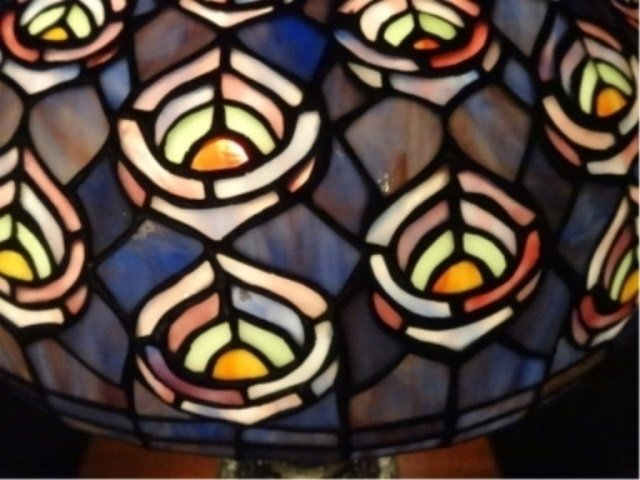 TIFFANY STYLE STAINED LEADED GLASS LAMP, PEACOCK - 4