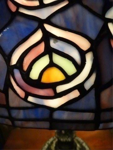 TIFFANY STYLE STAINED LEADED GLASS LAMP, PEACOCK - 6
