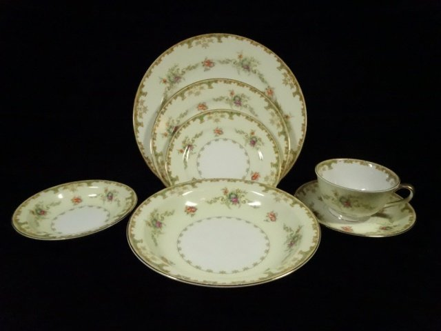 90 PC EMPRESS CHINA SERVICE FOR 12, ROSELLE PATTERN,