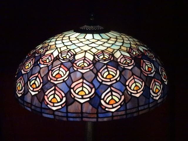 TIFFANY STYLE STAINED LEADED GLASS LAMP, PEACOCK - 3