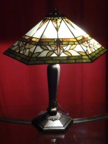TIFFANY STYLE STAINED LEADED GLASS LAMP, HEXAGONAL