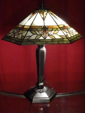 TIFFANY STYLE STAINED LEADED GLASS LAMP, HEXAGONAL - 2