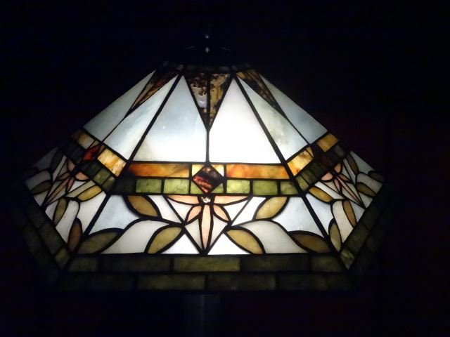 TIFFANY STYLE STAINED LEADED GLASS LAMP, HEXAGONAL - 6