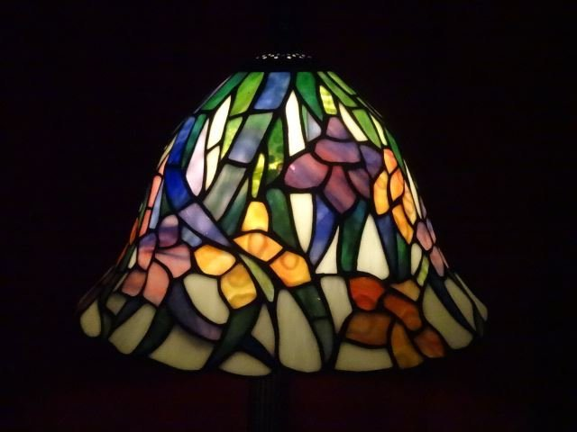 TIFFANY STYLE STAINED LEADED GLASS LAMP, FLORAL SHADE, - 7