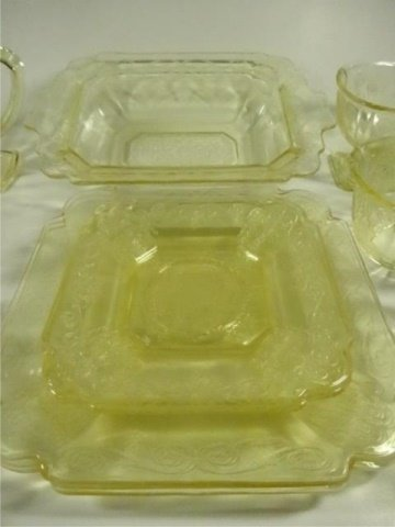 15 PC YELLOW DEPRESSION GLASS, INCLUDES INDIANA GLASS - 7