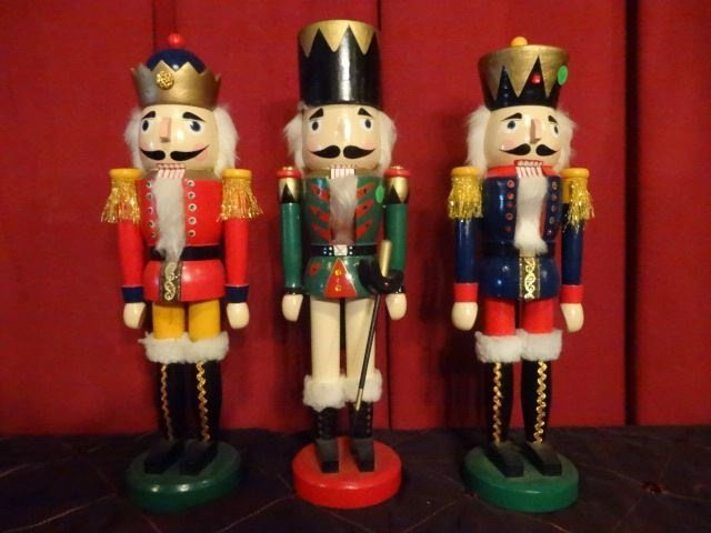 """3 CHRISTMAS WOODEN NUTCRACKERS, LARGEST APPROX 20"""" X"""
