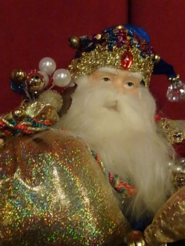 3 SANTA CHRISTMAS TABLE ORNAMENTS, SEATED SANTAS WITH - 6