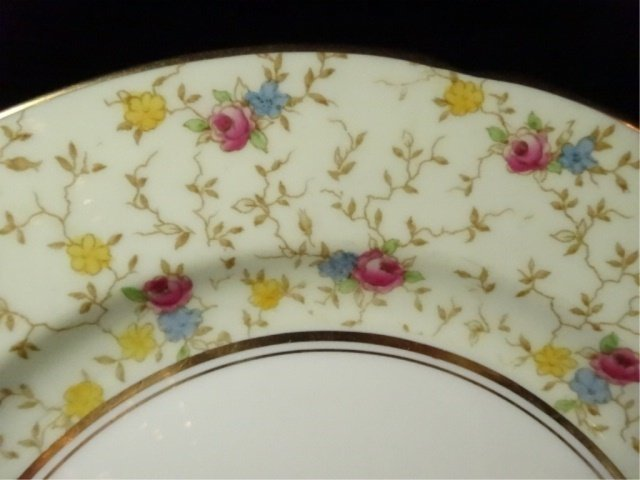 93 PC PARAGON CHINA SERVICE, COMTESSE PATTERN, INCLUDES - 2