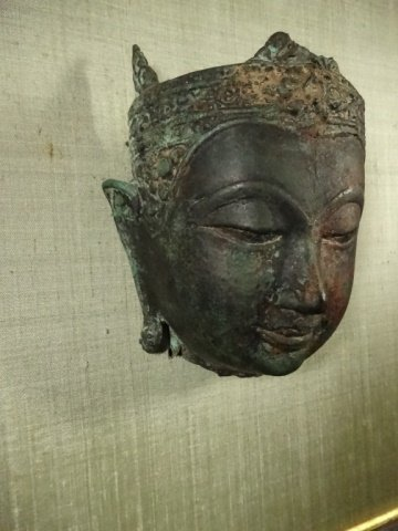 BRONZE THAI BUDDHA HEAD SCULPTURE, MOUNTED IN FRAME, - 3