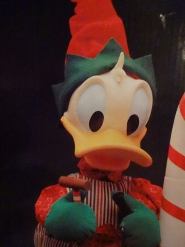 ANIMATED CHRISTMAS DONALD DUCK FIGURE, HOLDING CANDY - 3