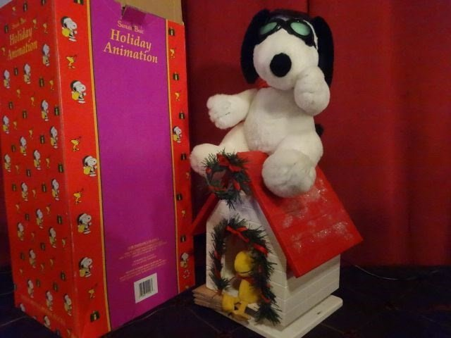 LARGE ANIMATED CHRISTMAS SNOOPY FIGURE ON DOG HOUSE