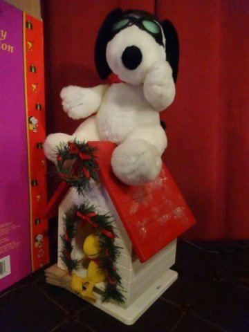 LARGE ANIMATED CHRISTMAS SNOOPY FIGURE ON DOG HOUSE - 2