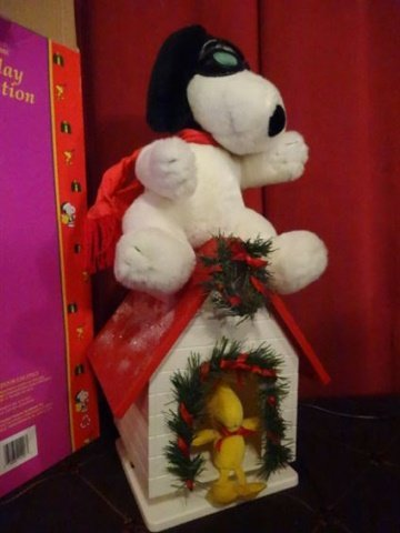 LARGE ANIMATED CHRISTMAS SNOOPY FIGURE ON DOG HOUSE - 3