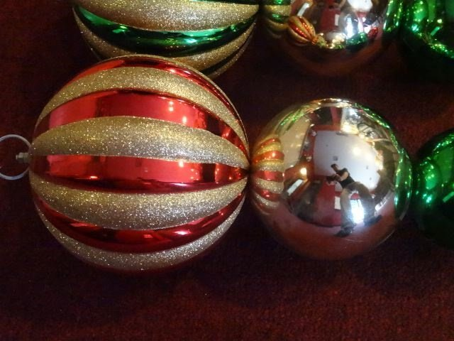 "4 LARGE CHRISTMAS ORNAMENTS, 28""H, SKU950.44 BX085 - 3"