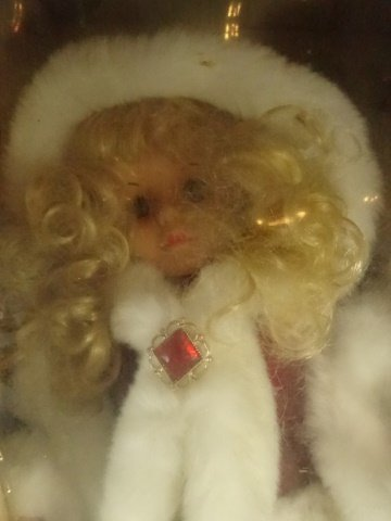 CHRISTMAS ANIMATED LIGHTED GIRL WITH RED CLOAK, WITH - 2