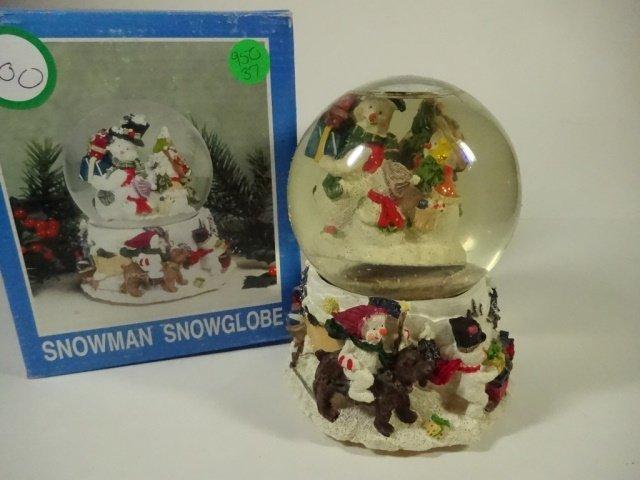 CHRISTMAS DECOR - MUSICAL SNOW GLOBE PLAYS FROSTY THE