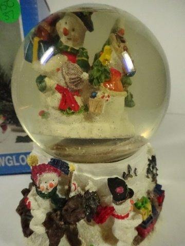 CHRISTMAS DECOR - MUSICAL SNOW GLOBE PLAYS FROSTY THE - 2