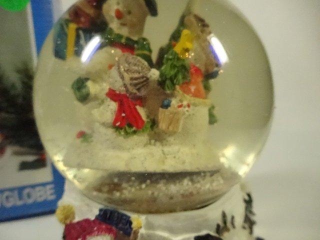 CHRISTMAS DECOR - MUSICAL SNOW GLOBE PLAYS FROSTY THE - 3