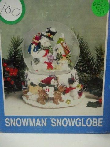 CHRISTMAS DECOR - MUSICAL SNOW GLOBE PLAYS FROSTY THE - 5