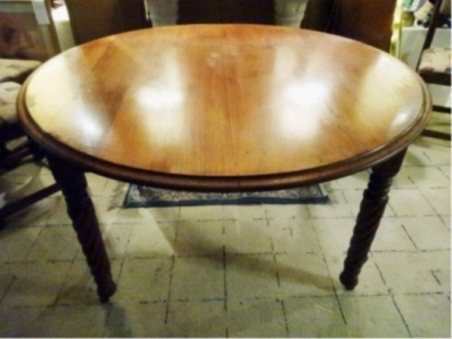 ANTIQUE WOOD DINING TABLE WITH 5 LEAVES, TURNED LEGS,