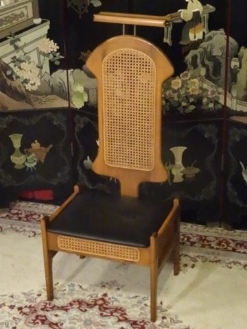 MID CENTURY MODERN VALET CHAIR, 1960'S, WITH TRAY,