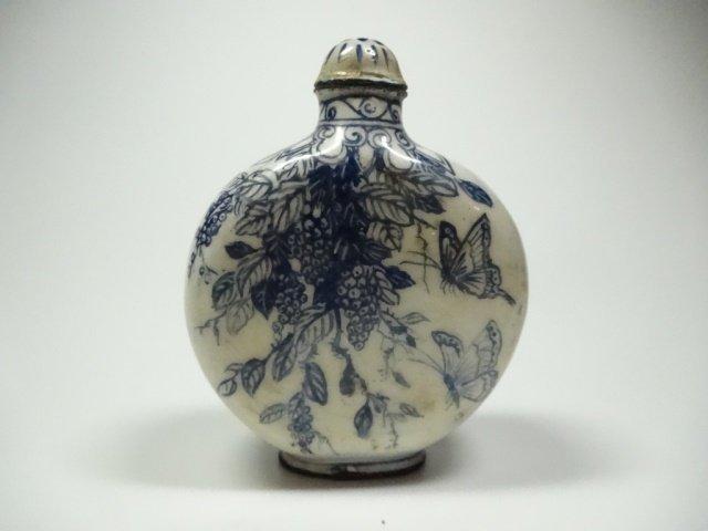 CHINESE SNUFF BOTTLE, BLUE & WHITE ENAMEL OVER COPPER,