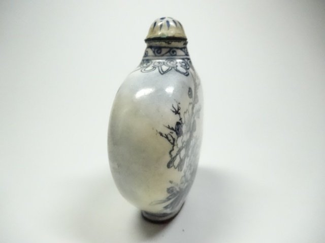 CHINESE SNUFF BOTTLE, BLUE & WHITE ENAMEL OVER COPPER, - 4
