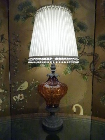 METAL AMBER GLASS TABLE LAMP, METAL BASE, VERY GOOD