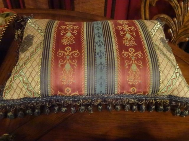 8 PC DECORATOR ACCENT PILLOWS, VERY GOOD CONDITION, - 6