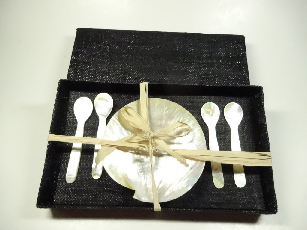 5 PC MOTHER OF PEARL / SHELL CAVIAR SERVICE, INCLUDES 4 - 2