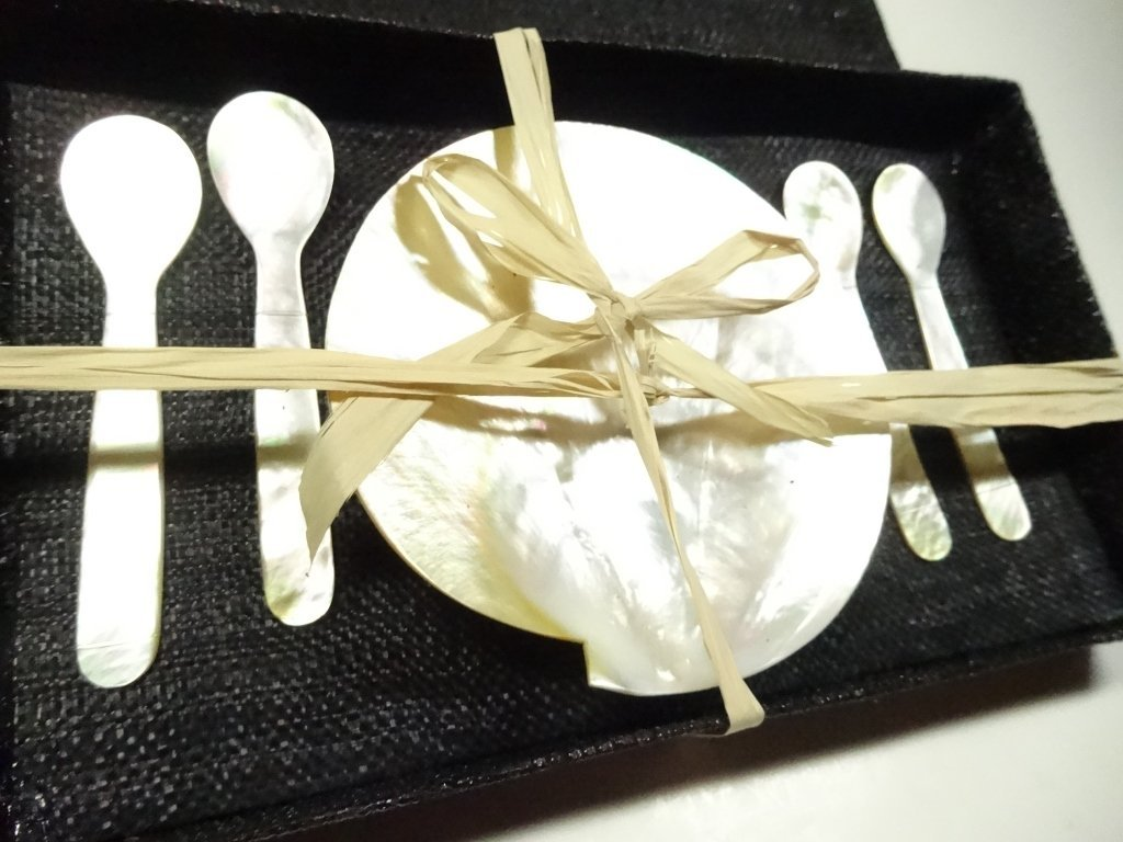 5 PC MOTHER OF PEARL / SHELL CAVIAR SERVICE, INCLUDES 4 - 3