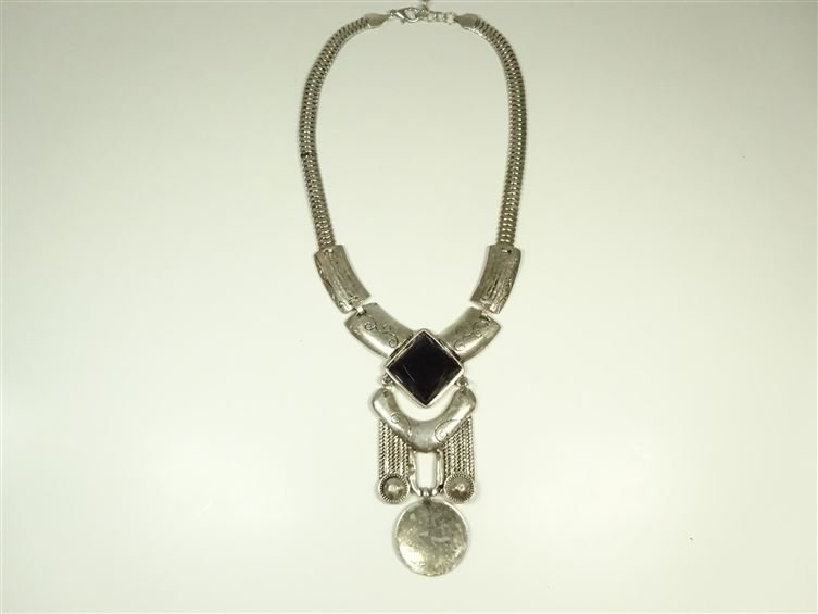 FACETED BLACK GLASS AND METAL NECKLACE, SILVER FINISH