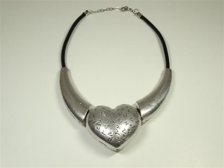 HEART SHAPE METAL BEAD NECKLACE, SILVER FINISH METAL