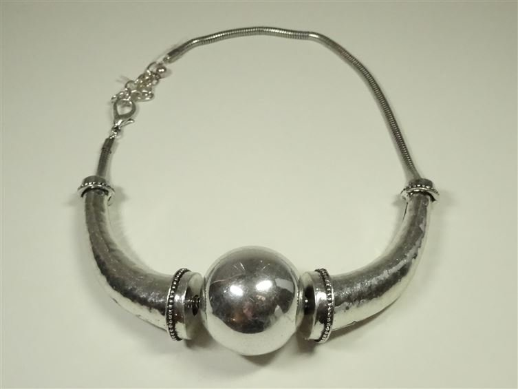 METAL BEAD NECKLACE, SILVER FINISH METAL WITH LARGE