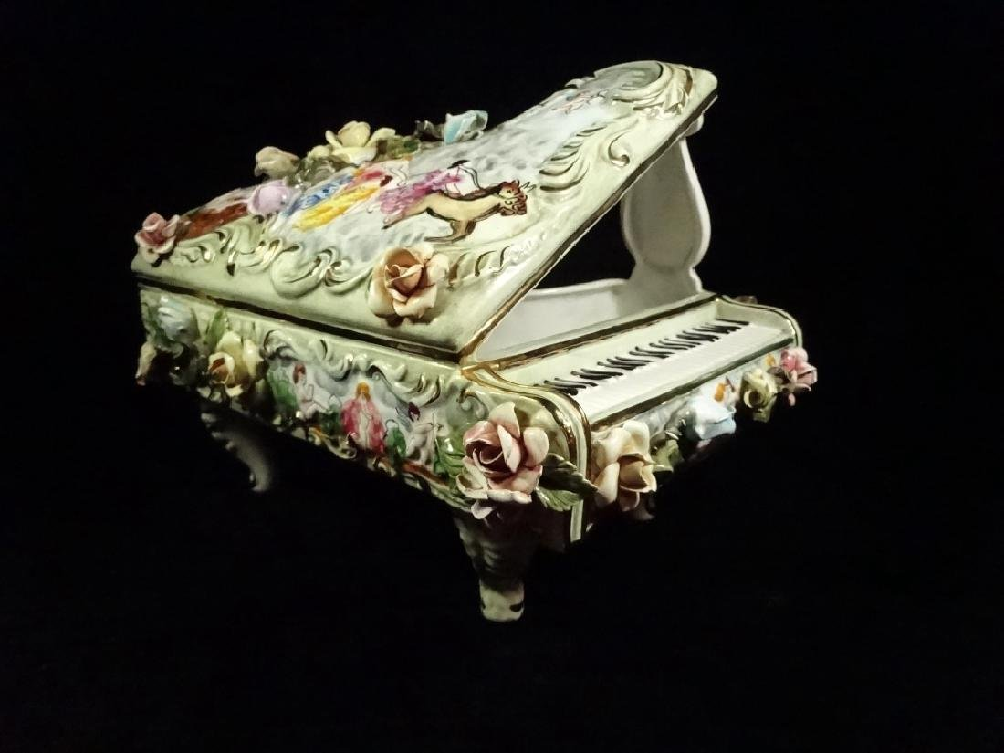 CAPODIMONTE STYLE PORCELAIN GRAND PIANO SCULPTURE,