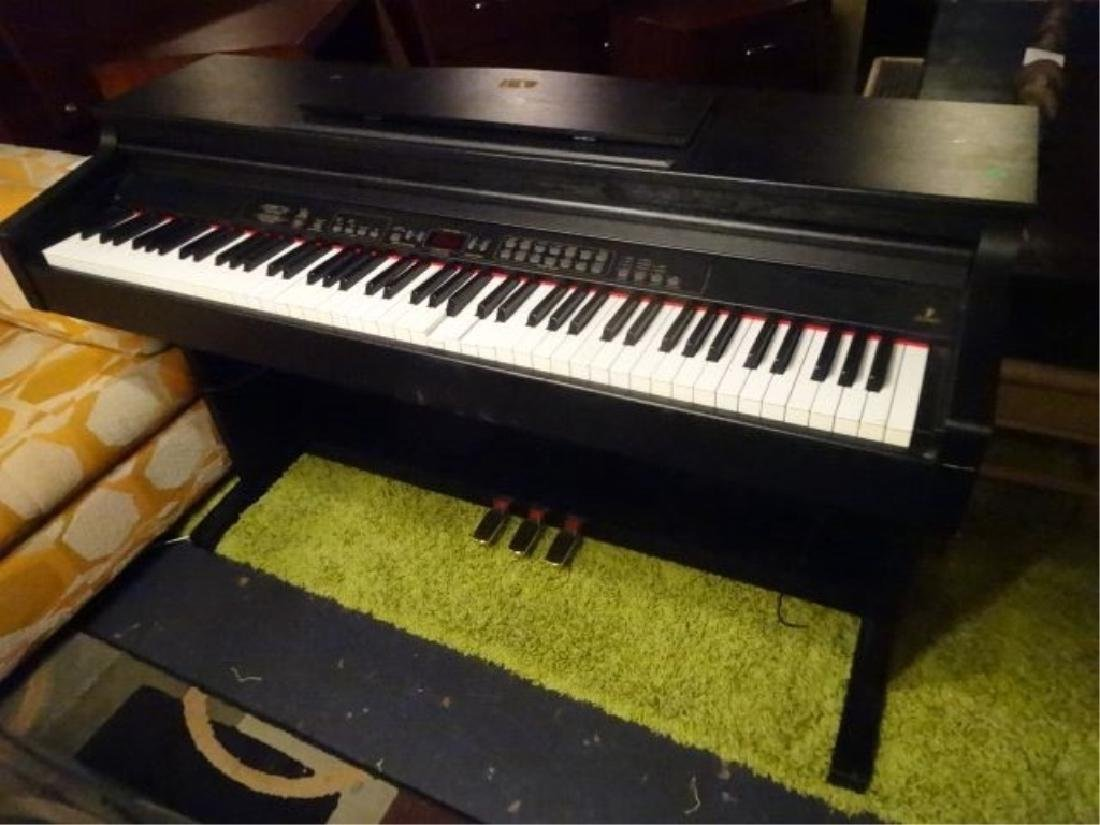 2 PC BEHRINGER ELECTRIC PIANO AND KORG